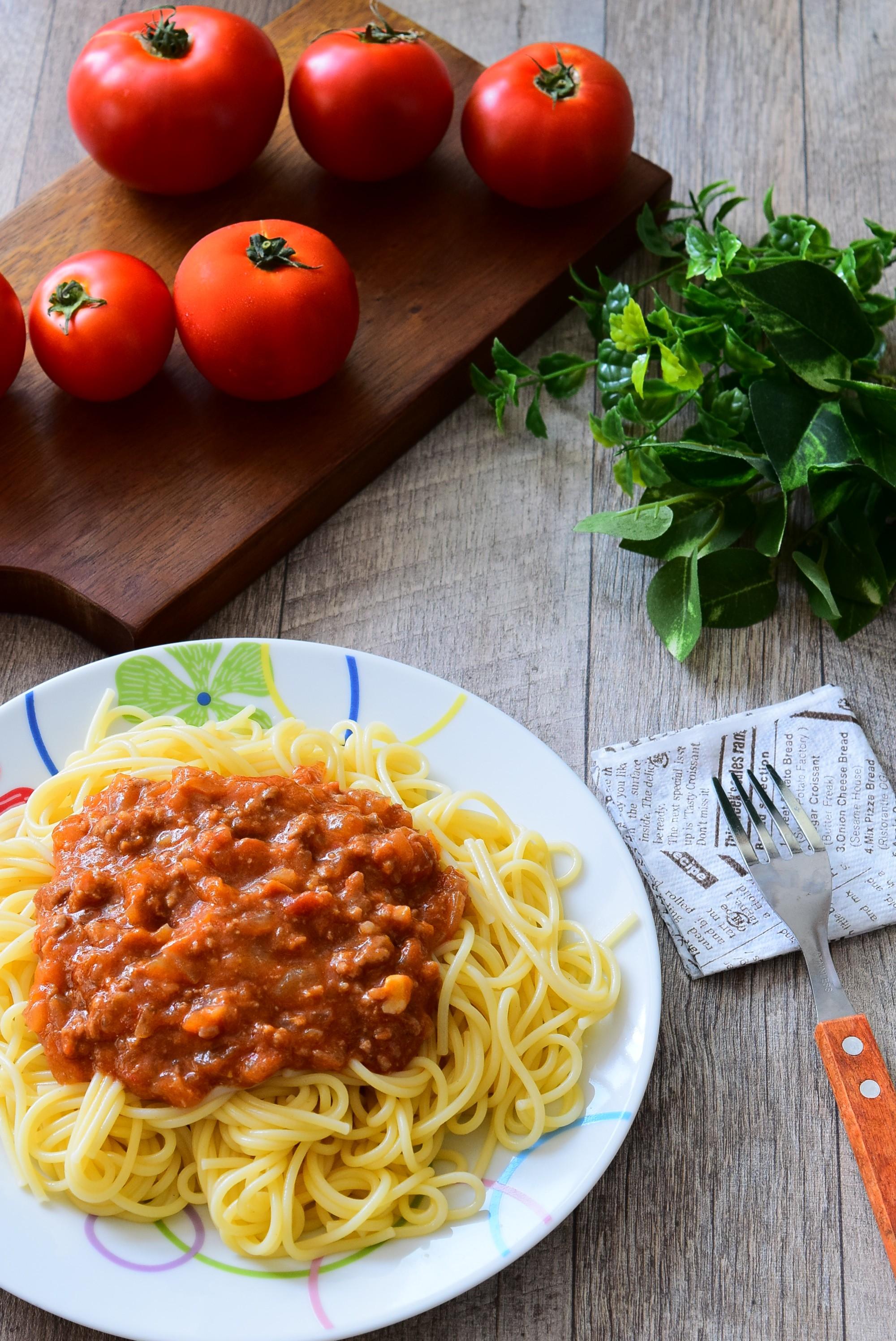 生のトマトで作るミートソーススパゲッティのレシピ