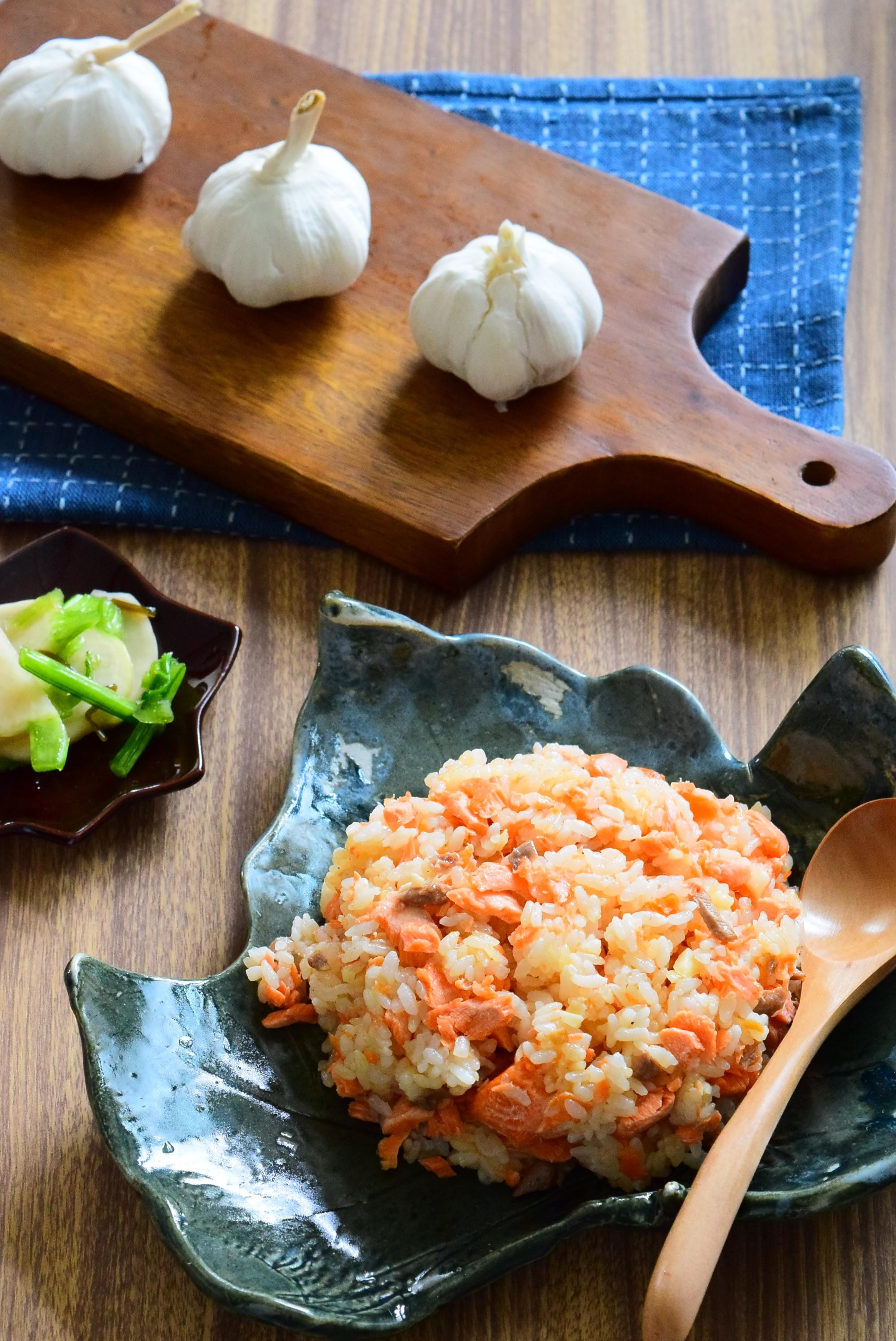 鮭ガーリックライスのレシピ