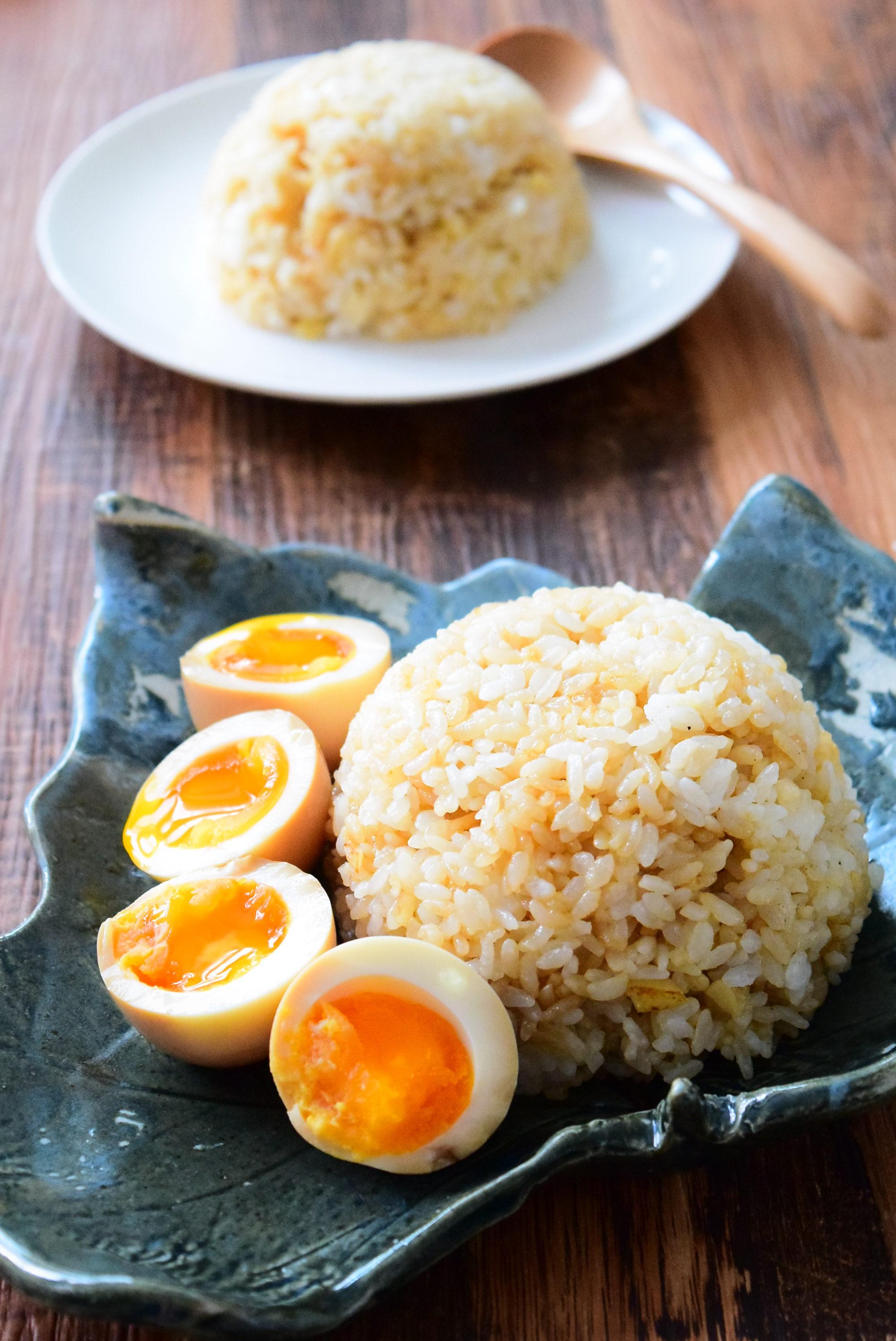 ガーリックライスの味付け卵添えのレシピ