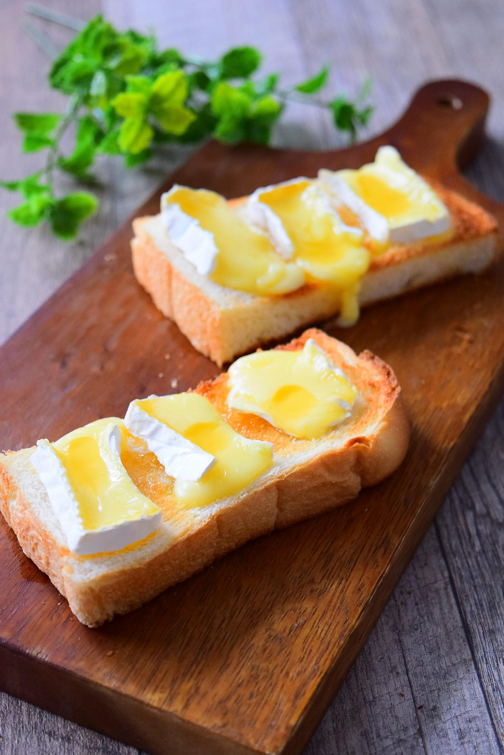 カマンベールチーズのせハニートーストのレシピ