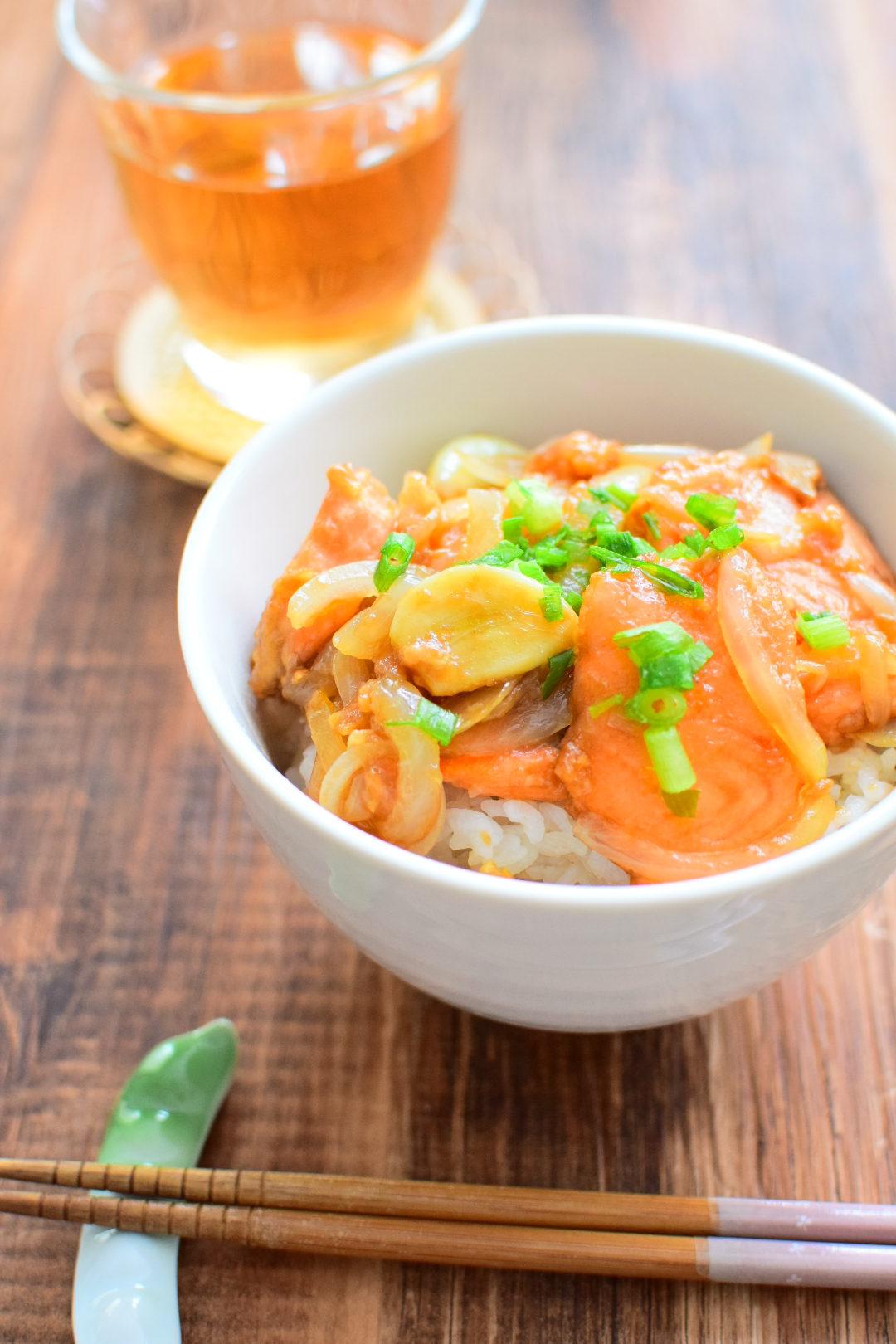 最強、丼物!サーモンの生姜焼き丼のレシピ