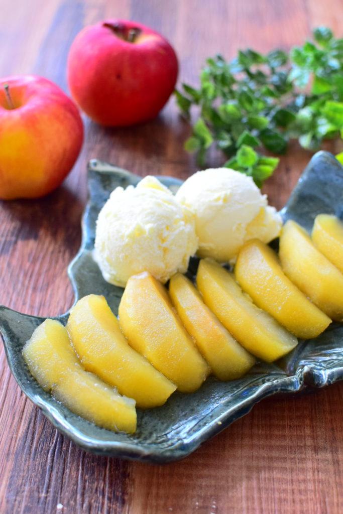 りんごのはちみつ煮、バニラアイス添えのレシピ