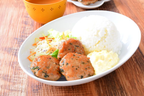 ワンプレートご飯!しそ豚つくねのタルタルソースがけのレシピの写真