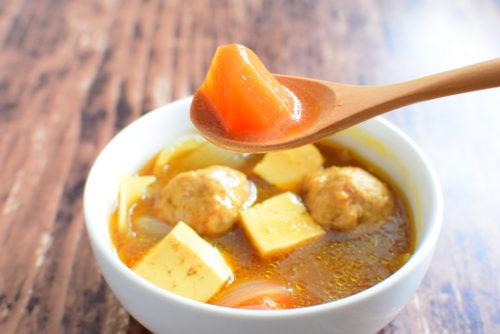 ルーで作る!肉団子のカレースープのレシピの写真