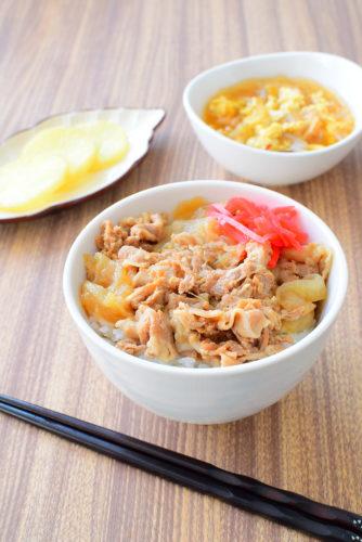 圧力鍋でとろとろ!豚バラ玉ねぎ丼のレシピの写真
