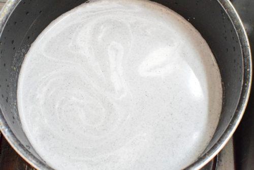 黒ごまクリームがけ!黒ごまプリンのレシピの写真