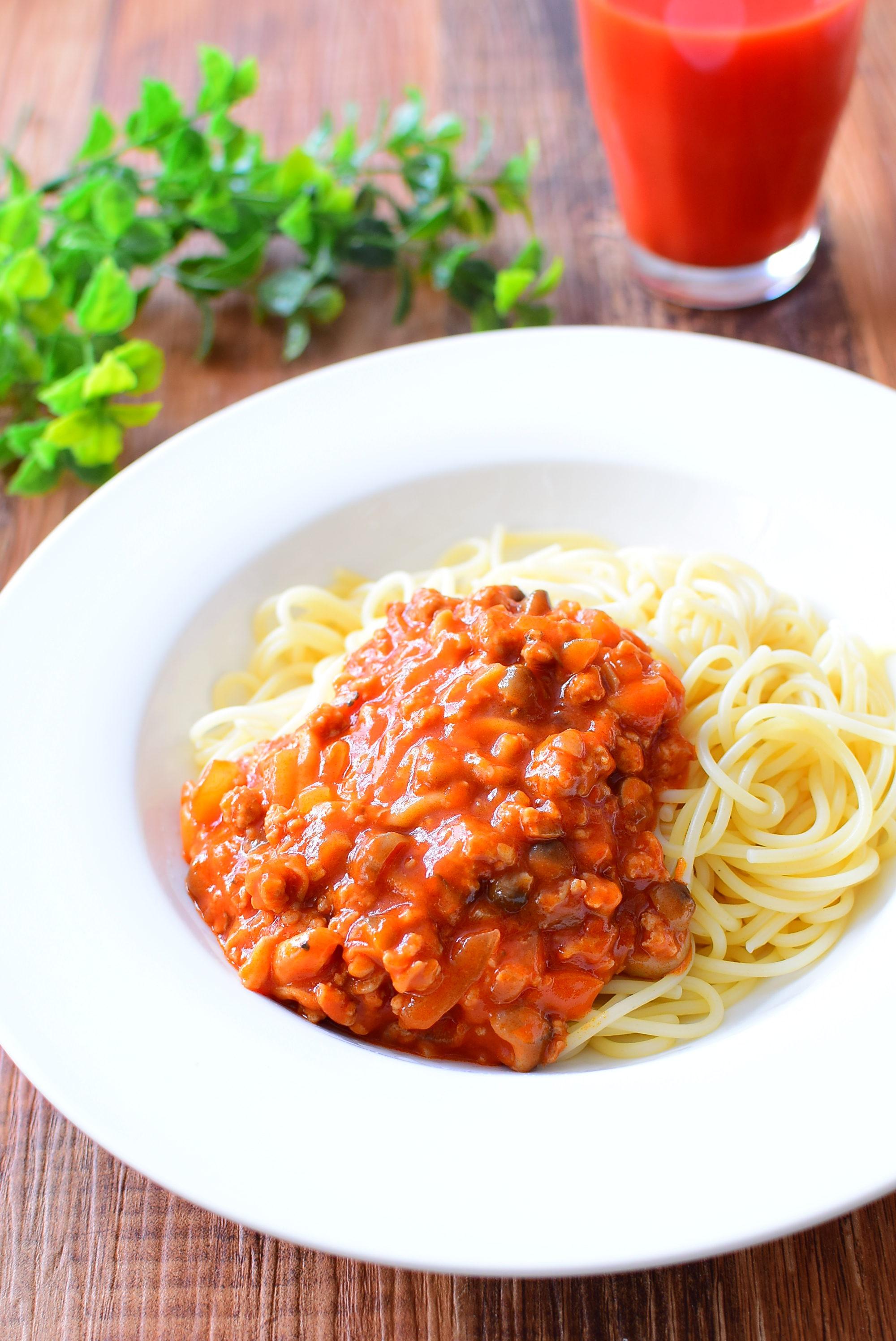 しめじ入り!トマトジュースで作る!ミートソーススパゲッティのレシピ
