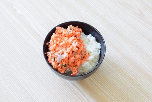 大葉入り鮭マヨ丼、とろとろ茹でたまごのせのレシピの写真