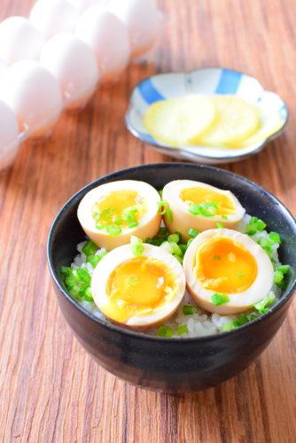 茹でる時間が決め手!黄身とろ~り!味付け半熟ゆで卵丼のレシピの写真