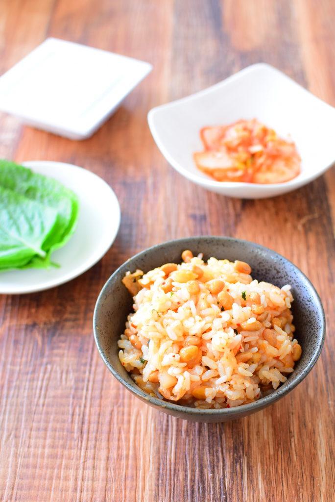 切って混ぜるだけで簡単!大葉とキムチの納豆混ぜご飯のレシピ