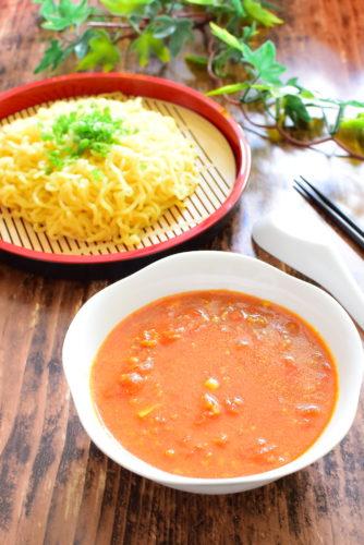 ホールトマト入りカレーつけ麺のレシピの写真