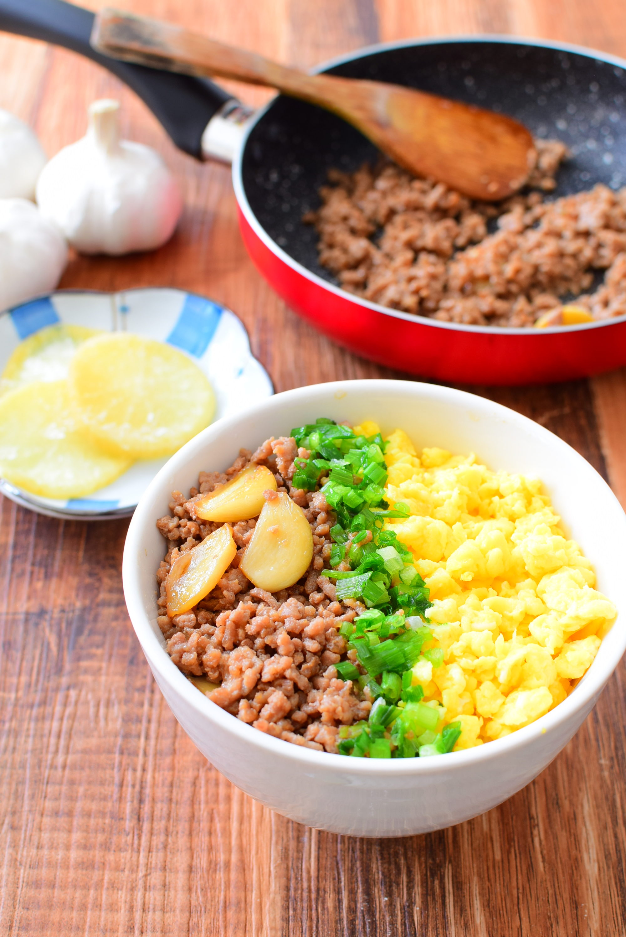 にんにくと生姜入り三色丼のレシピ