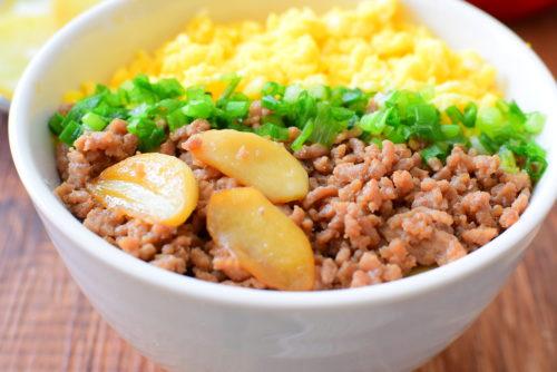 にんにくと生姜入り三色丼のレシピの写真