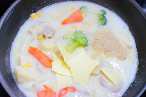残ったシチューで作るクリームパスタのレシピ
