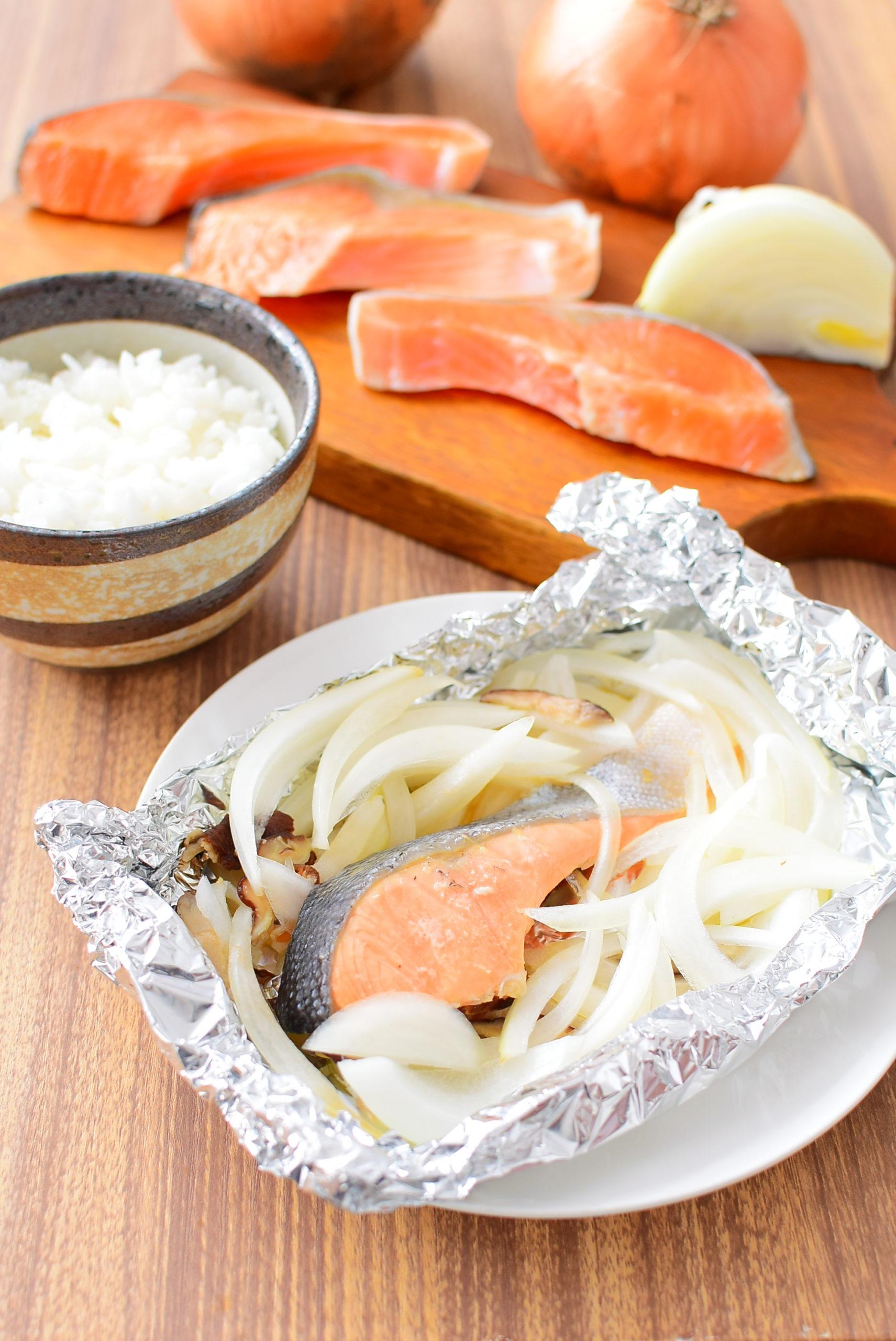鮭と玉ねぎのホイル焼きのレシピ写真