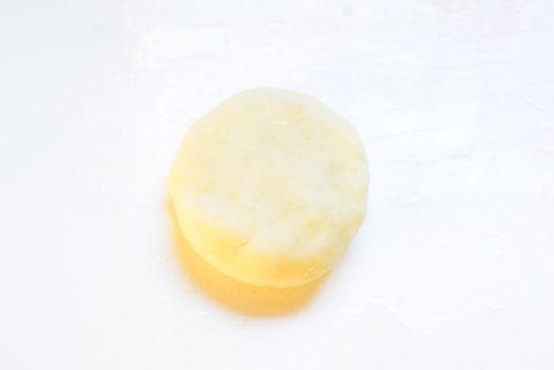 もちもちで美味しい!じゃがいもチーズ餅のレシピの写真