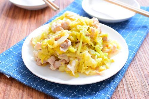 しんなりキャベツと豚バラのオイスターソース味噌炒めのレシピの写真