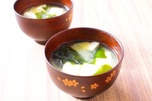 ほっとする味。豆腐とわかめのみそ汁のレシピの写真