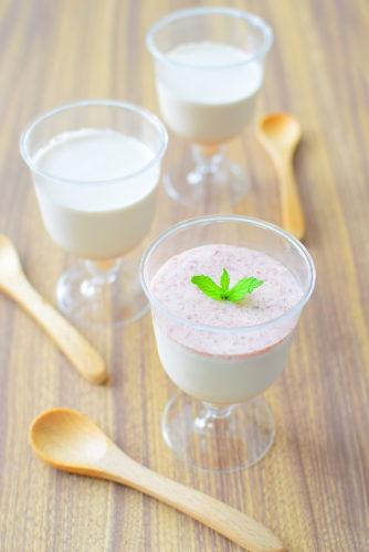 いちごジャム入りミルクプリンのいちごジャムクリームがけのレシピの写真