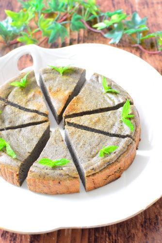 バター&白砂糖不使用!黒ごま入りしっとりじゃがいもケーキのレシピの写真