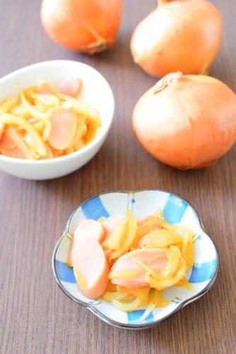 魚肉ソーセージと玉ねぎのピリ辛炒めのレシピの写真