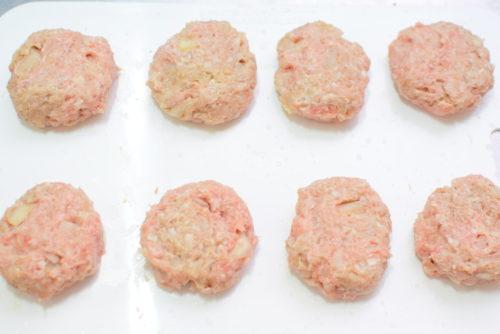 ピリ辛しょうゆダレのマヨネーズ入り豚つくねのレシピの写真