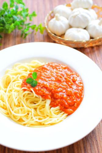 トマトジュースで簡単!ガーリックミートソースのレシピの写真