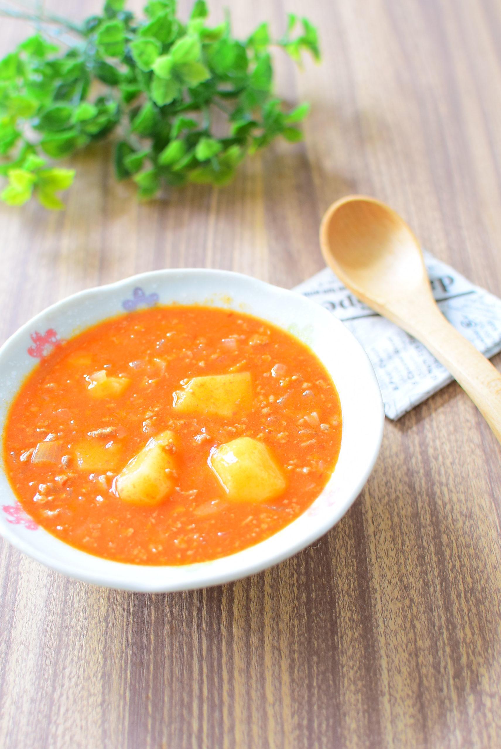 ミートソースのリメイク!ピリ辛じゃがいもスープのレシピの写真