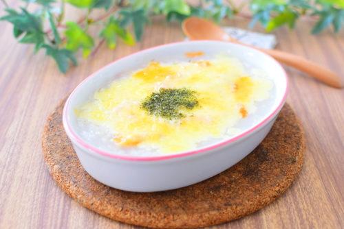 鮭のせ!もち麦おかゆのチーズ焼きの写真
