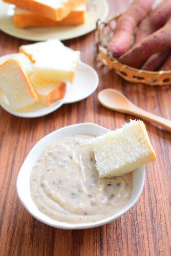 食パンやクッキーにつけて召し上がれ!つぶあんさつまいもクリームのレシピの写真