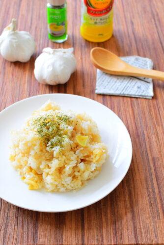 オリーブオイルで炒める!ガーリックライスのレシピの写真