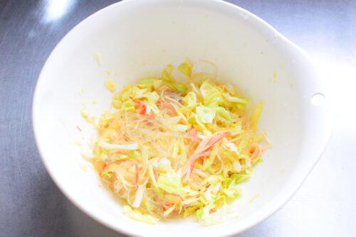 シャキシャキきゃべつと相性抜群!カニカマ春雨サラダのレシピの写真