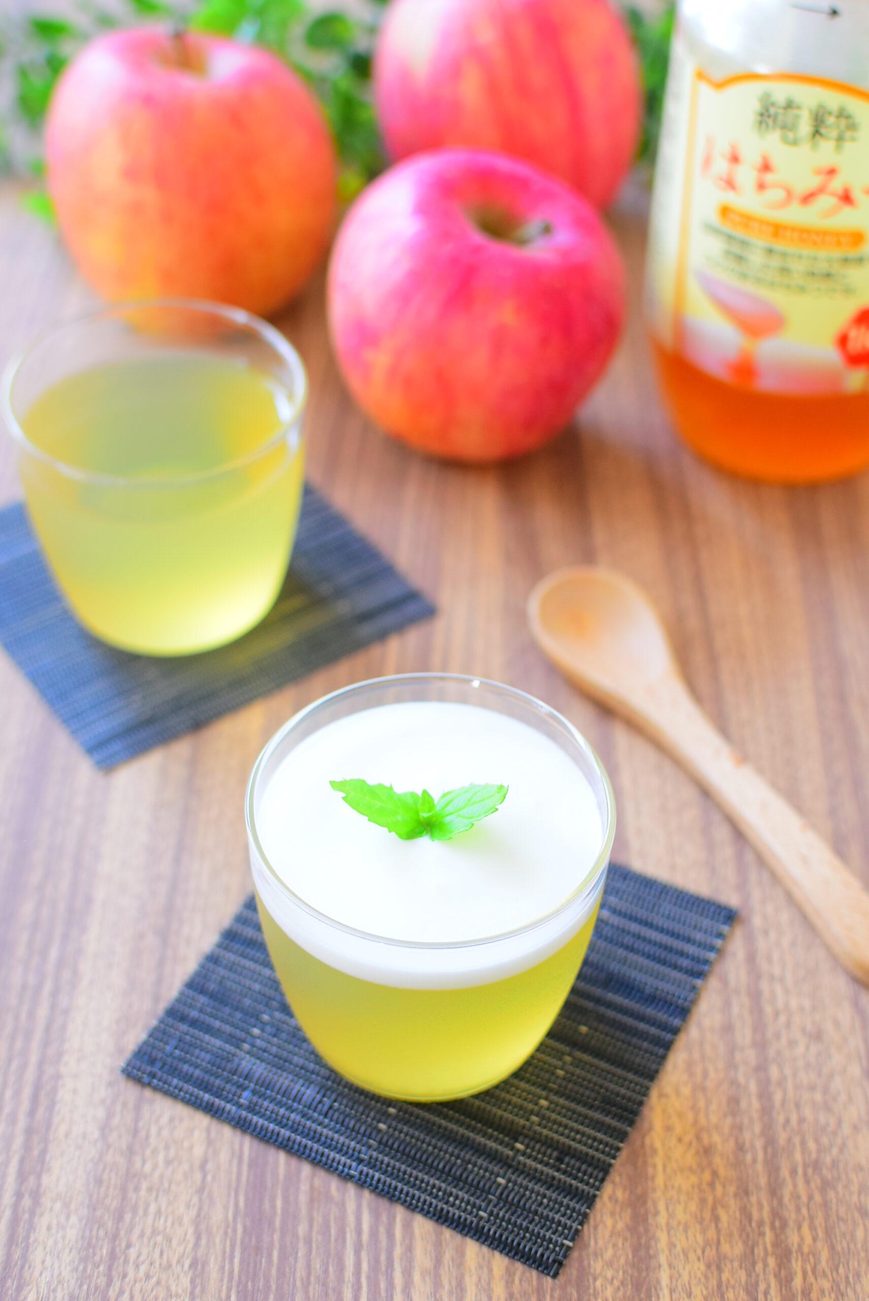 【砂糖なし】ヨーグルトソースがけりんごジュースゼリーのレシピの写真