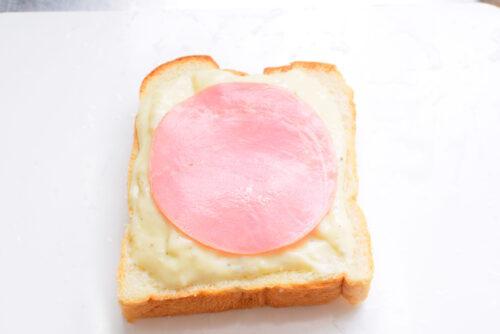 フランスの料理クロックムッシュのレシピの写真