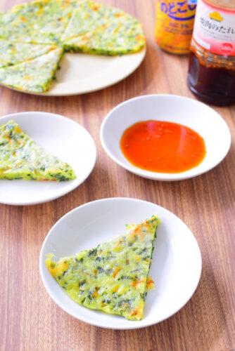 焼肉のタレとどうぞ。チーズ入りニラチヂミのレシピの写真