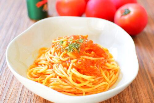 フレッシュトマトの粉チーズ入りパスタの写真