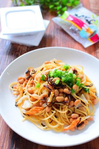 パスタを茹でたら混ぜるだけ!塩昆布納豆パスタのレシピの写真