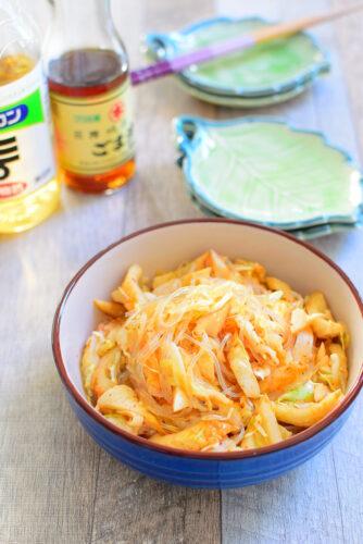 シャキシャキきゃべつ!春雨ときくわのピリ辛サラダのレシピの写真