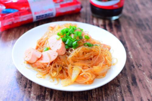 春雨と魚肉ソーセージのピリ辛オイスターソース炒めのレシピの写真